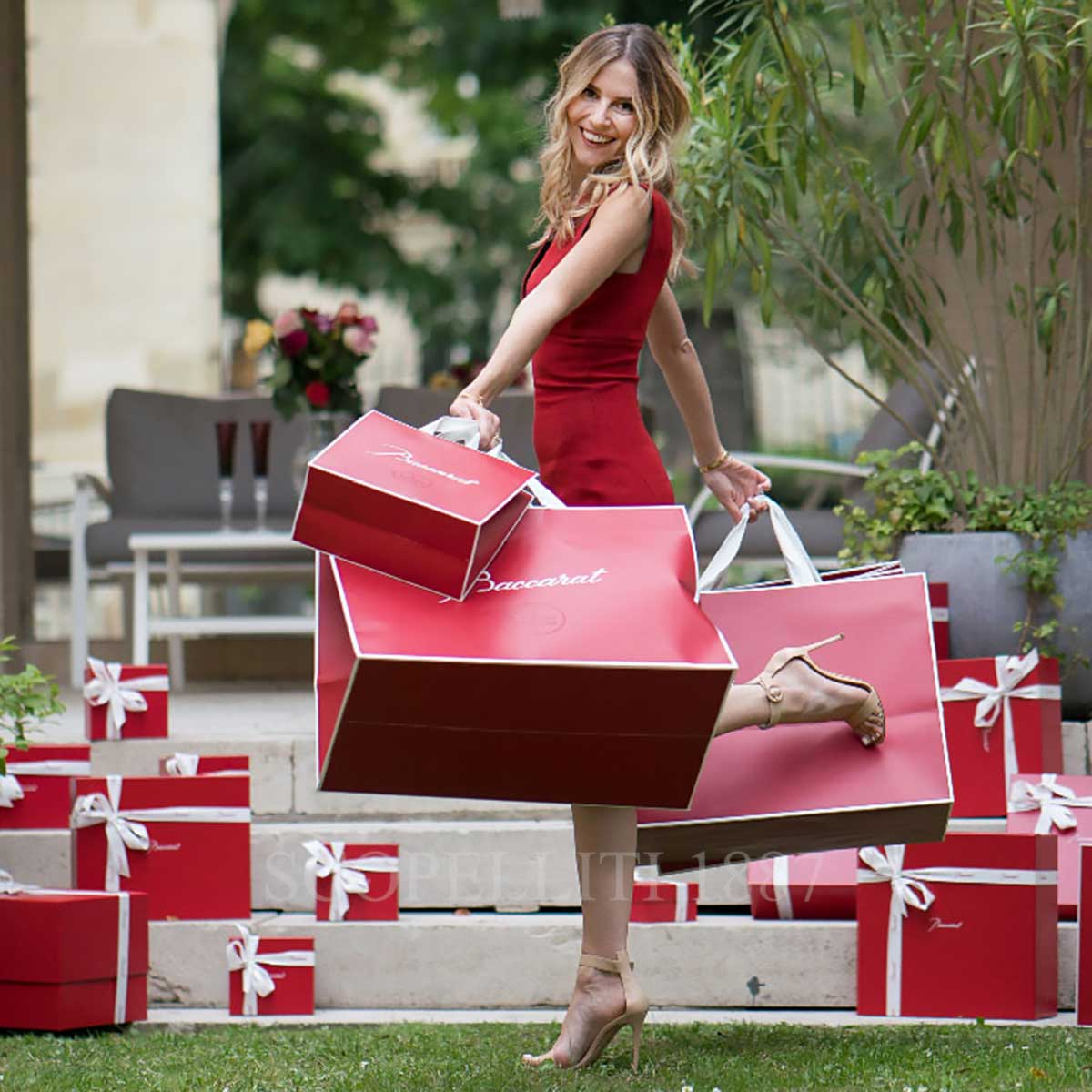 baccarat girl with shopping bag